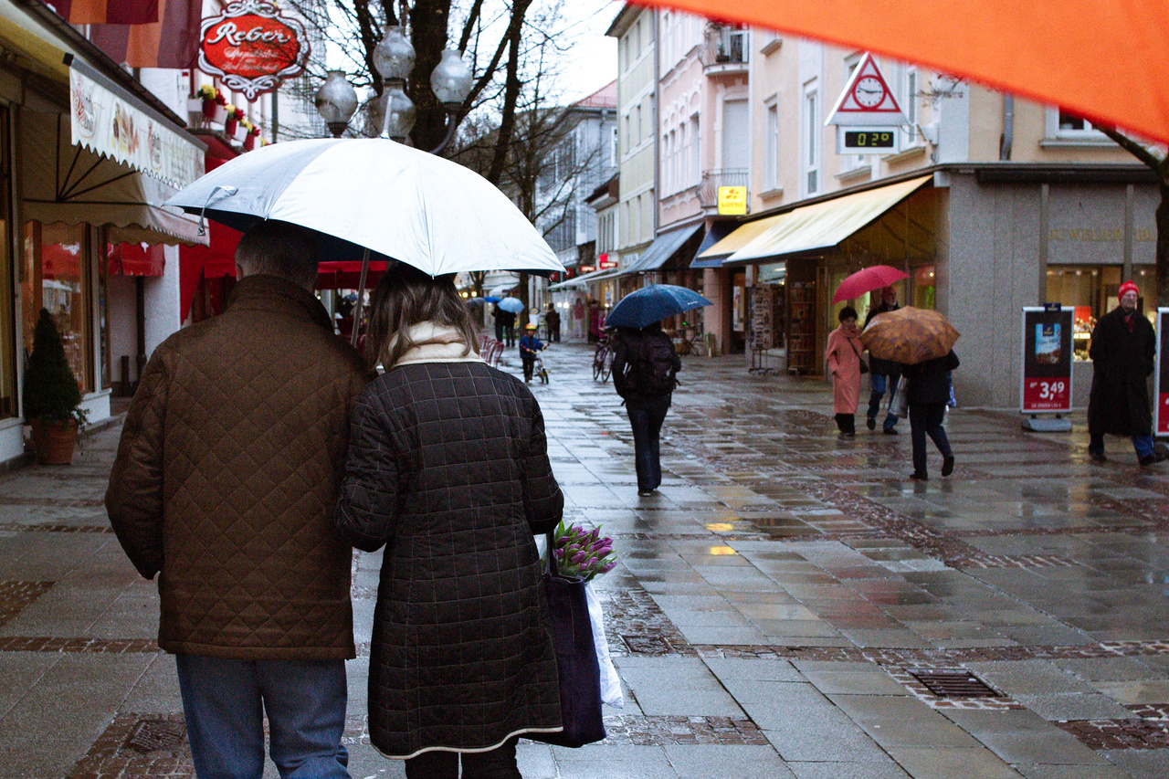 Click to enlarge: Rain in the Pedestrian Zone