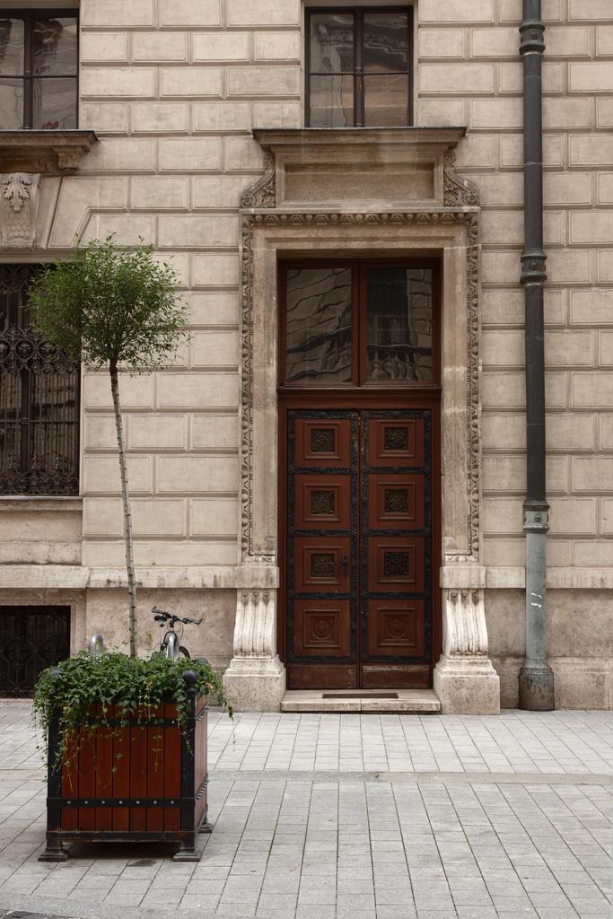 Click to enlarge: Door and Street Green