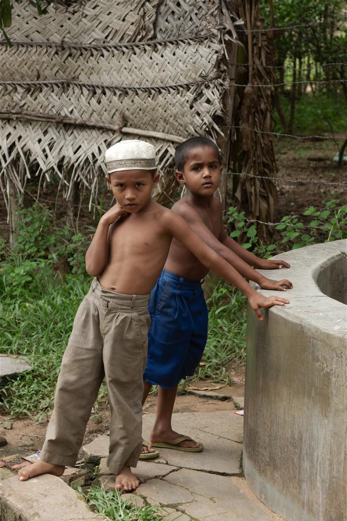 Click to enlarge: Veddukkadduveli Boys [f/5.6, 1/160 sec, 55mm-e, ISO 200, Sony A700]