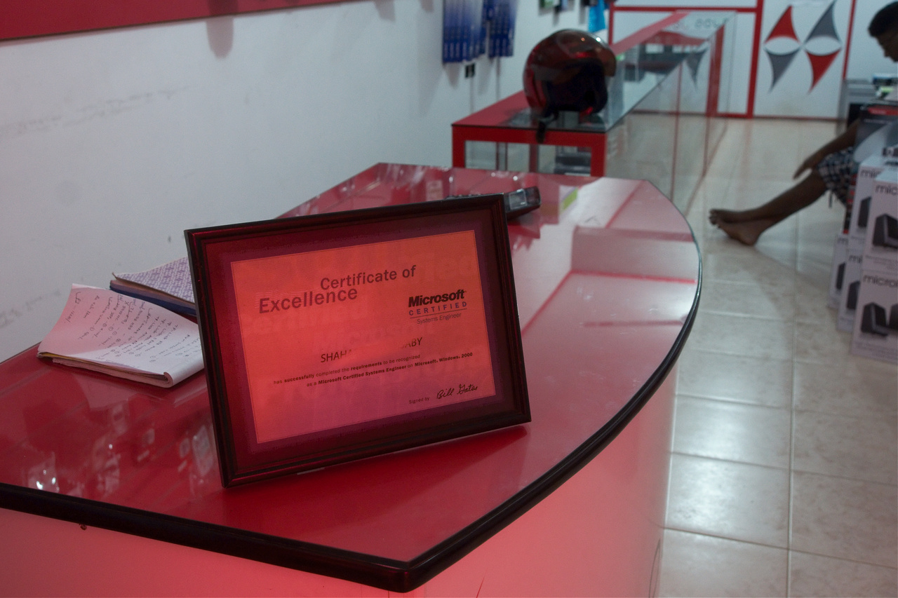 Click to enlarge: Certificate of Excellence [f/5.6, 1/30 sec, 26mm-e, ISO 1600, Sony A700]