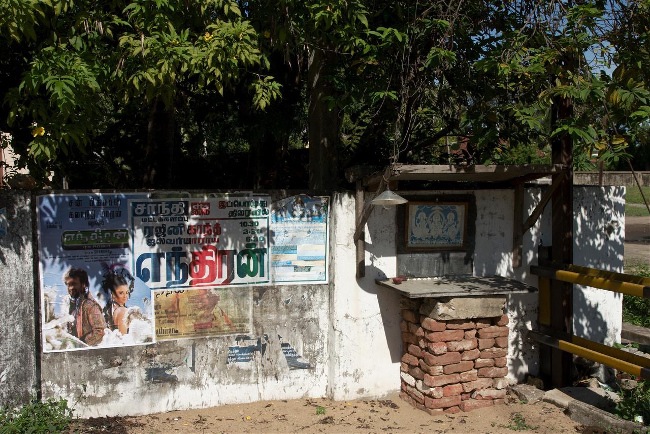 Click to enlarge: Roadside Shrine, Batticaloa [f/9, 1/640 sec, 24mm-e, ISO 200, Sony A700]