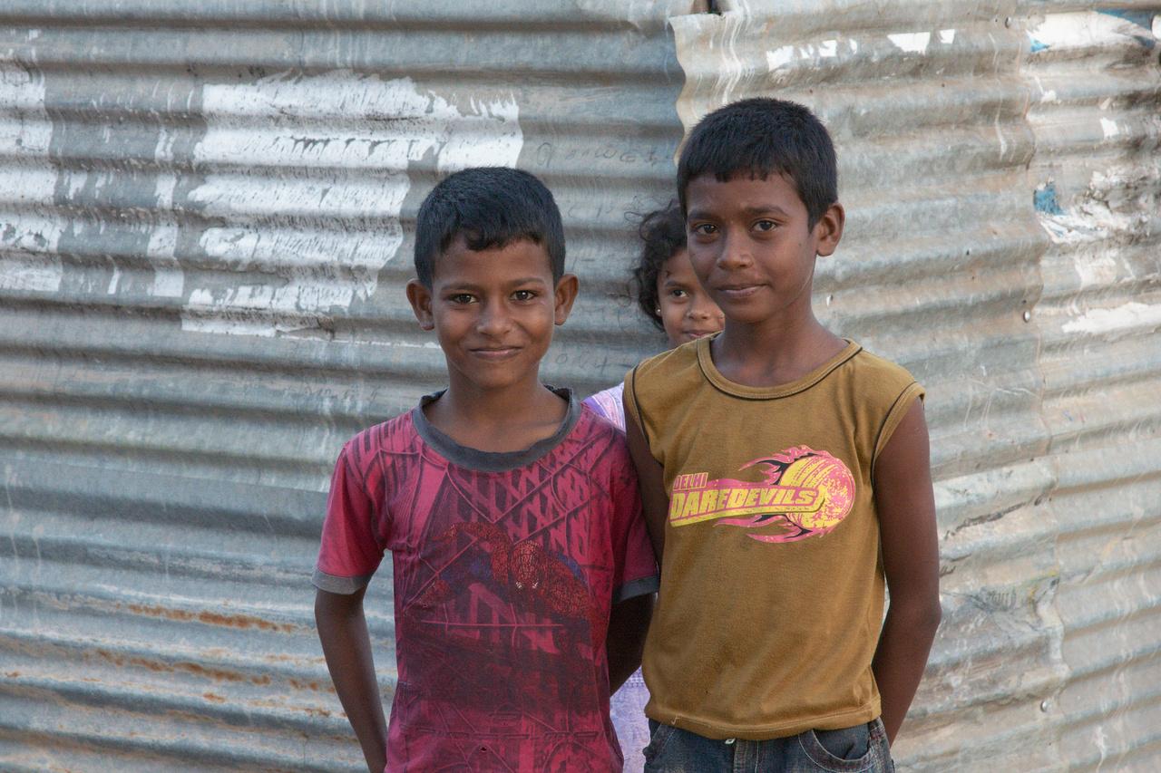 Click to enlarge: Batticaloa Kids 1 [f/9, 1/125 sec, 80mm-e, ISO 1600, Sony A700]