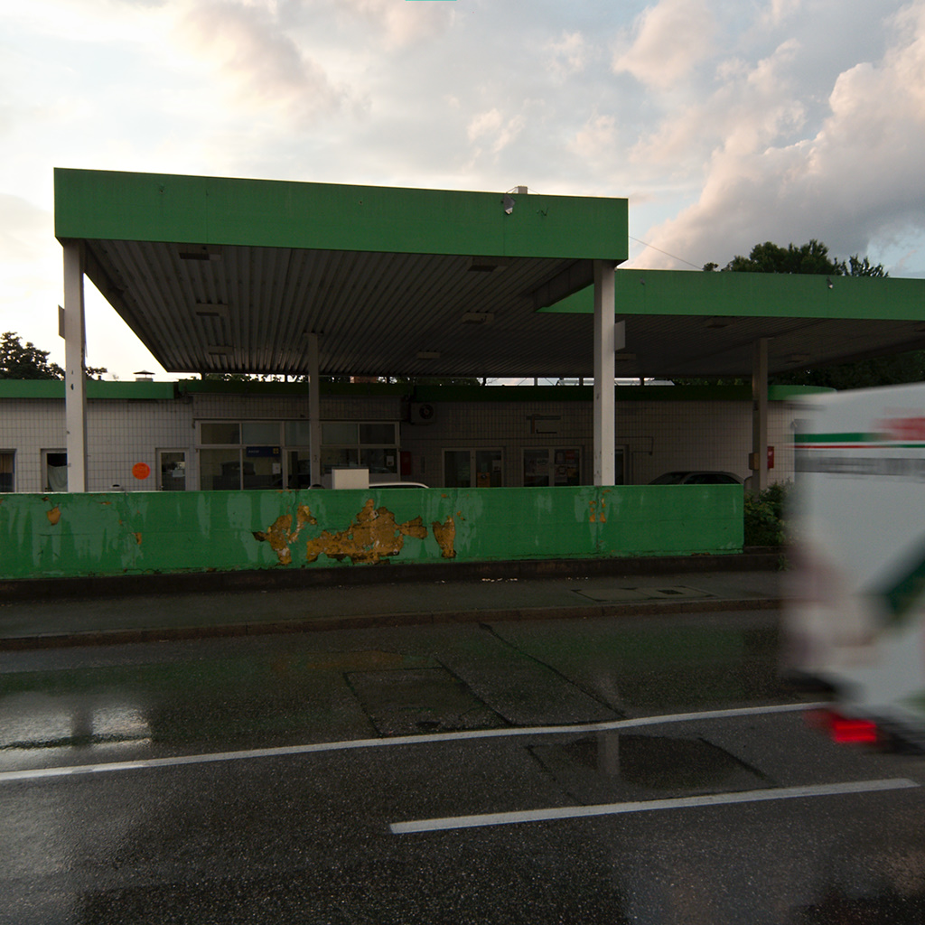 Click to enlarge: Gas Station, Closed [f/7.1, 1/40 sec, 5mm-e, ISO 100, DMC-LX3]