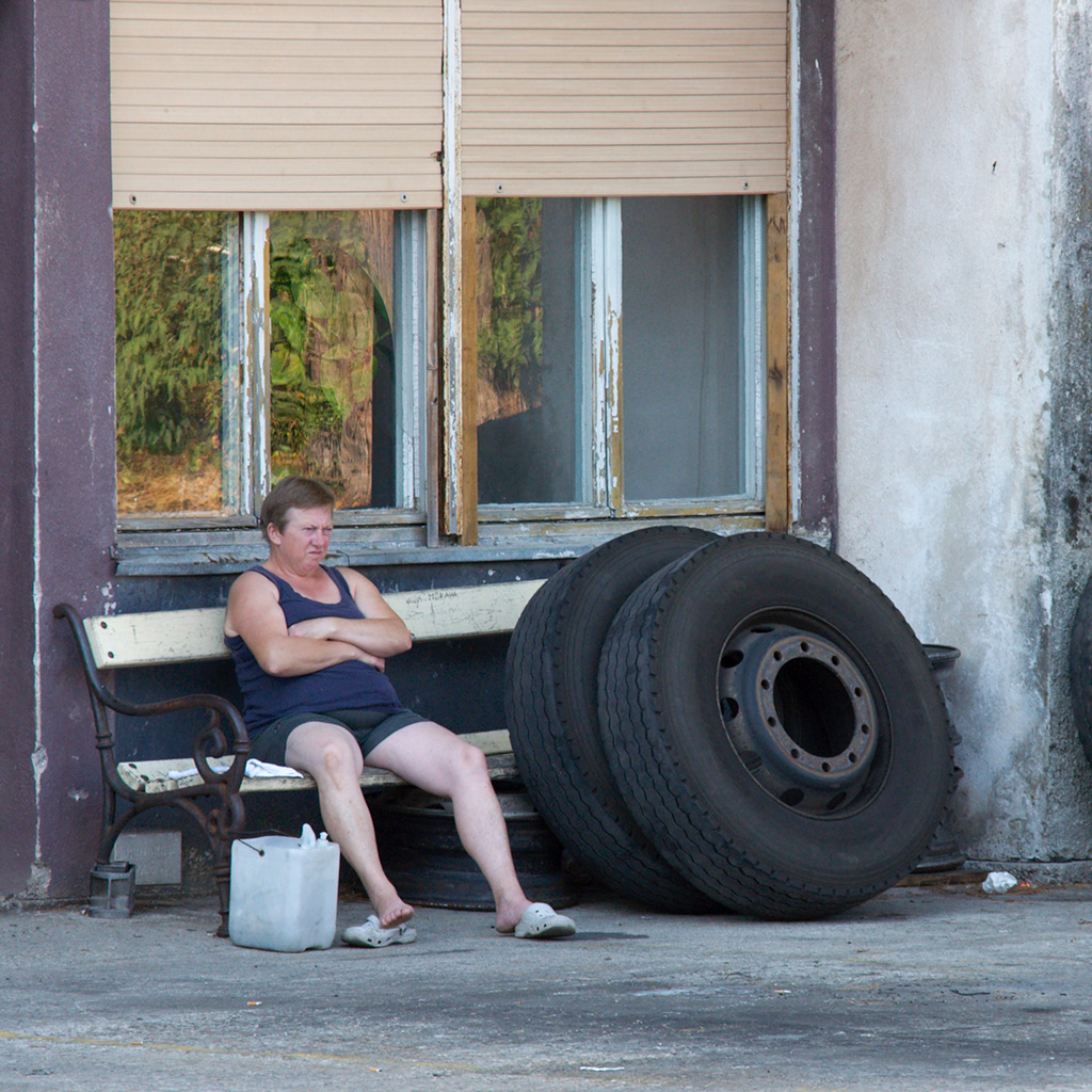 Click to enlarge: Tyres/Tired [f/7.1, 1/250 sec, 200mm-e, ISO 800, Sony A700]