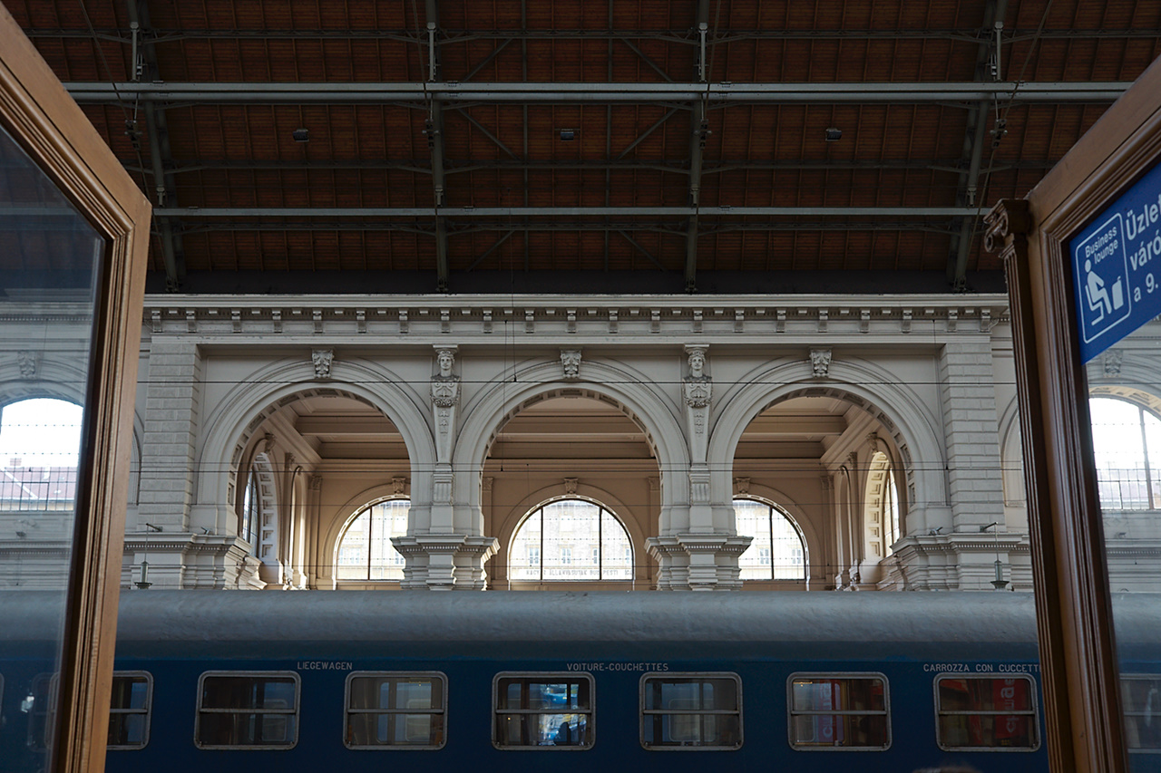 Click to enlarge: More From Keleti 1 [f/5, 1/40 sec, 26mm-e, ISO 400, Sony A700]