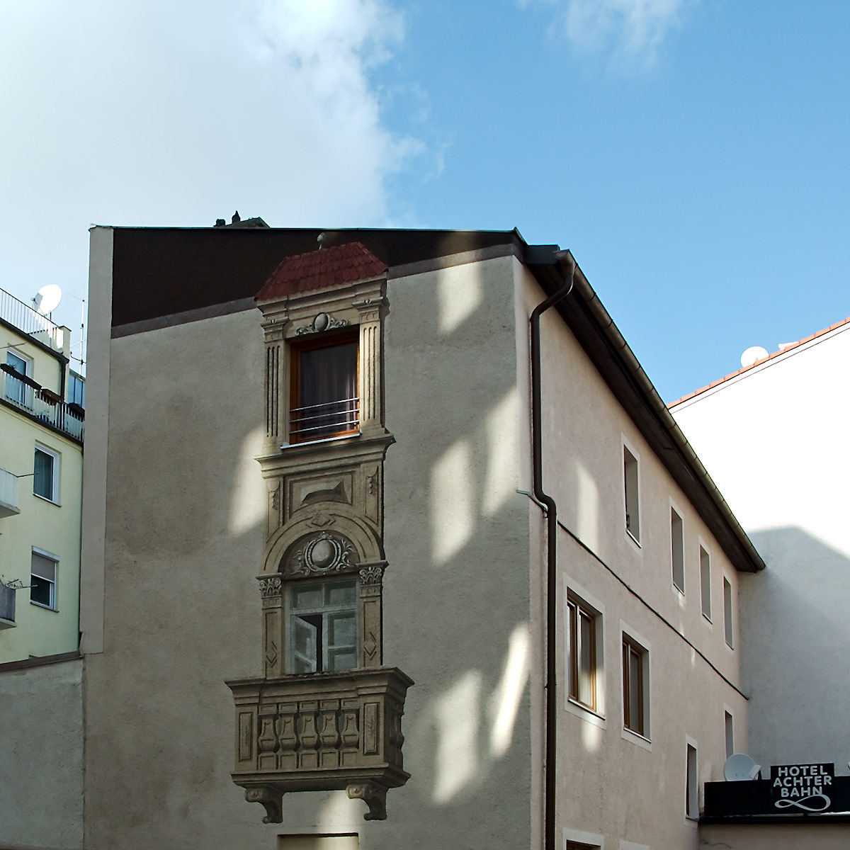 Click to enlarge: Backyard Trompe-l'oeil [f/5, 1/400 sec, 28mm-e, ISO 160, DMC-G3]