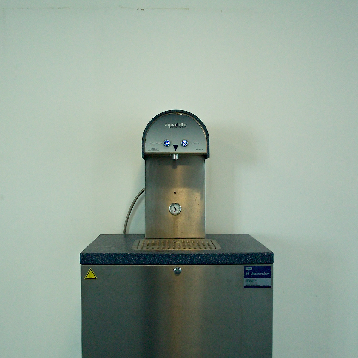 Click to enlarge: Wasserbar [f/7.1, 1/40 sec, 28mm-e, ISO 1600, DMC-G3]