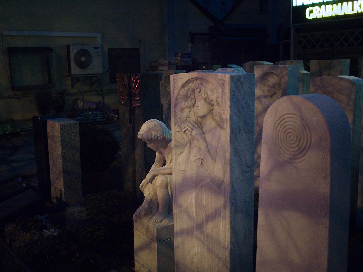 Click to enlarge: Tomb Art - Grabmalkunst [f/1.7, 1/30 sec, 40mm-e, ISO 1600, DMC-G3]