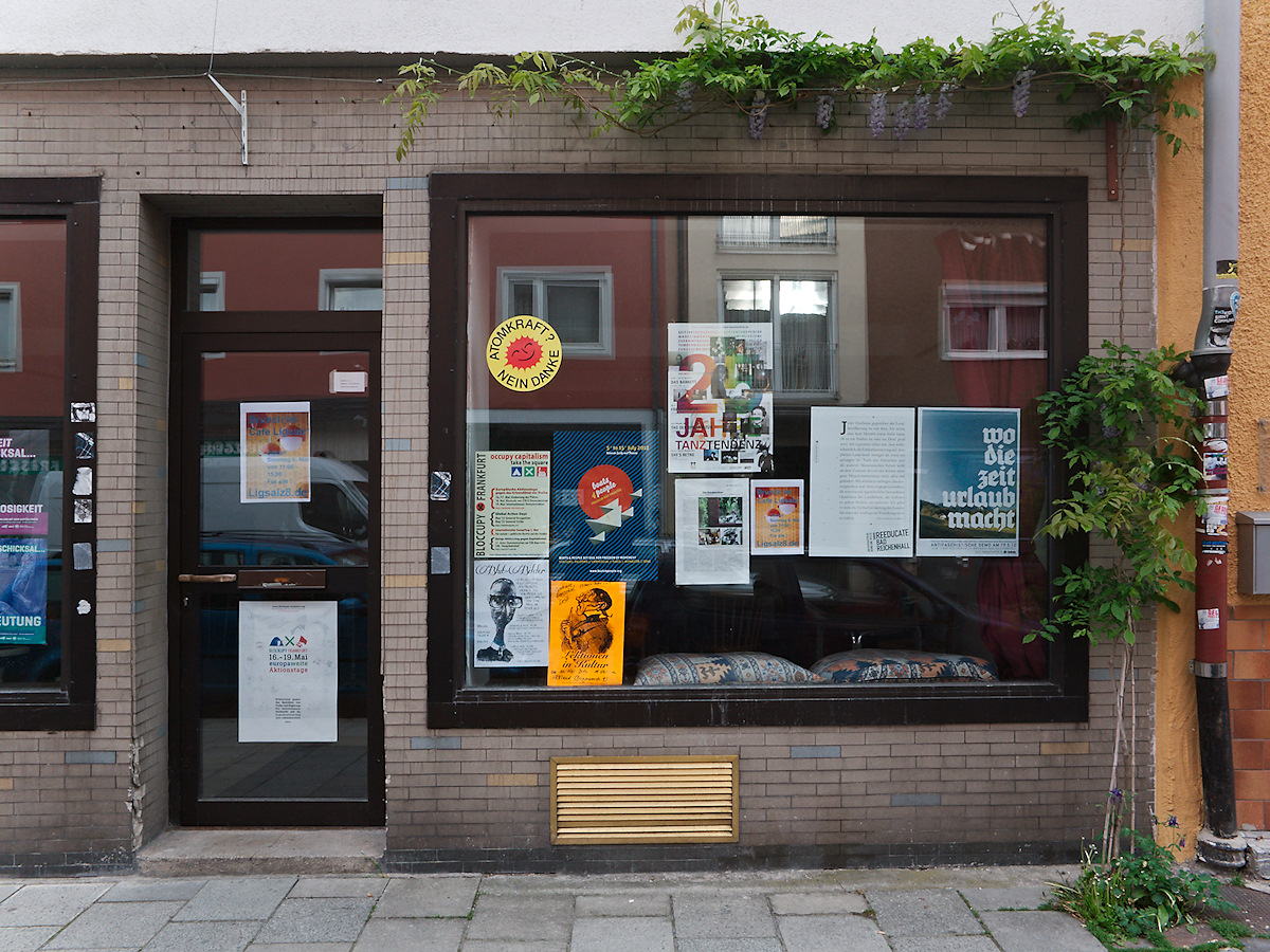 Click to enlarge: Commie Book Shop 1 [f/6.3, 1/80 sec, 28mm-e, ISO 160, DMC-G3]