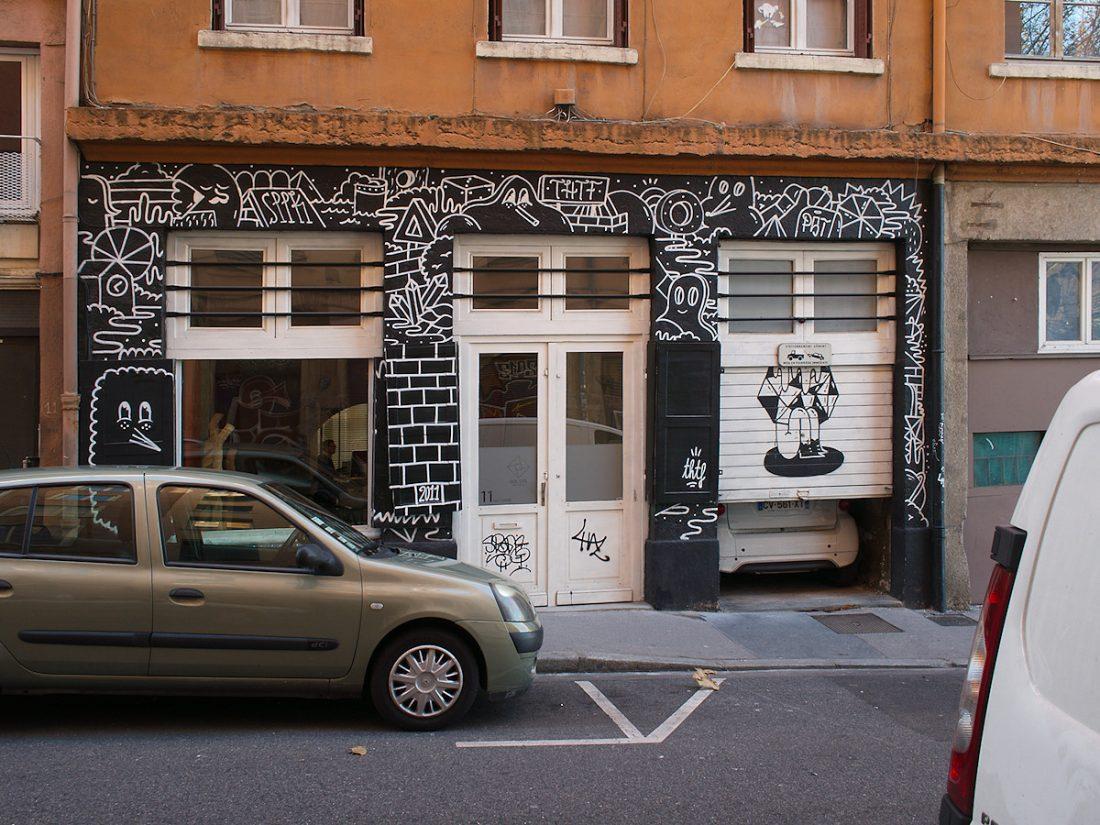 Mixed Street Encounter: Blog, Graffiti, Urban