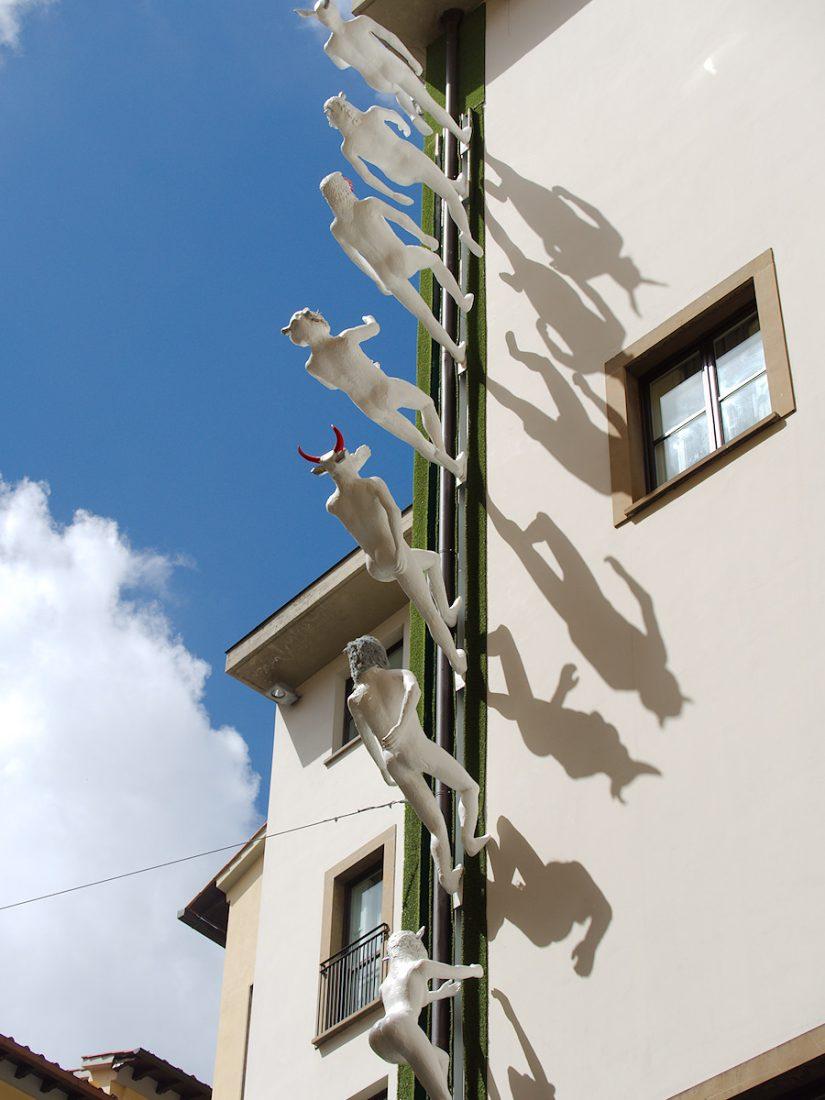 Skywards - Art Hotel in Florence: Blog, Urban, sculptures