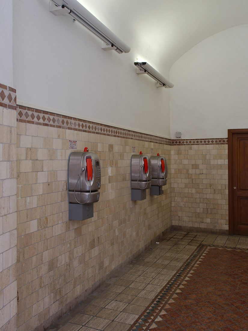 Privacy by Design: Public telephones in Siena