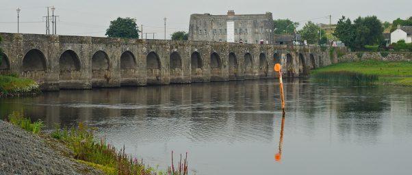 Shannonbridge 16-arcs bridge over River Shannon, Offaly, Ireland