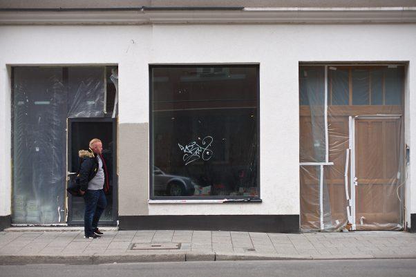 Tagged Window, Fraunhoferstraße 36, Munich, Graffitie, Minolta 1.2 58mm, Urban, , geotagged