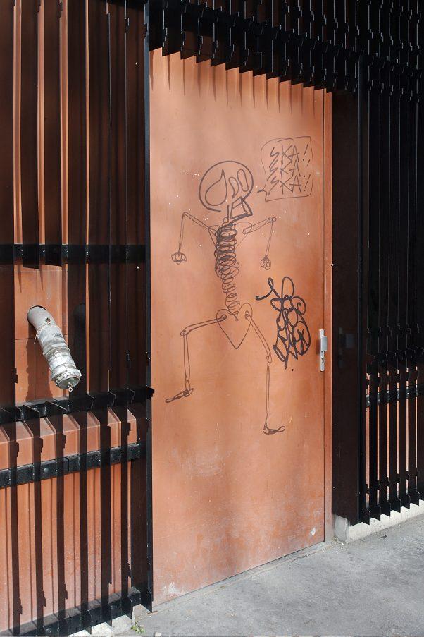 Whatever he wants to say, Rue de l'Hôtel de Ville, Paris, France, Urban, Graffiti
