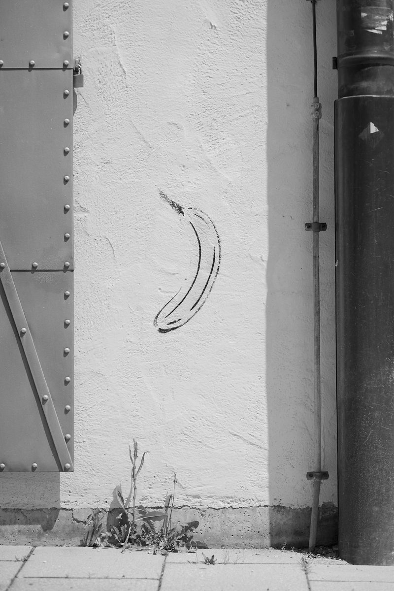 Banana Graffiti, Bezirksteil Angerviertel, Munich, geotagged, Black & White, Graffiti, Urban, Weese Weeds