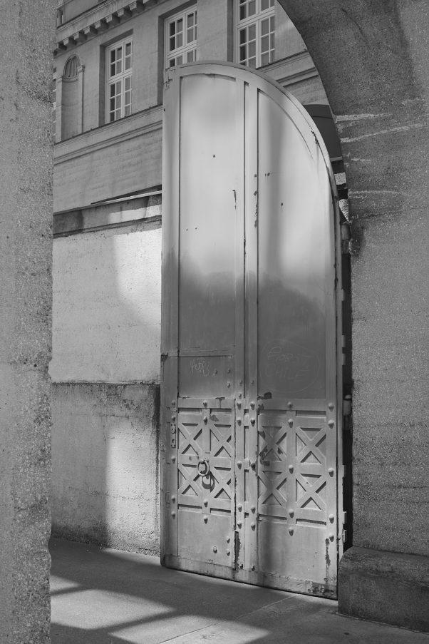 Three Doors, Munich, München, Unterer Anger, geotagged, black & white