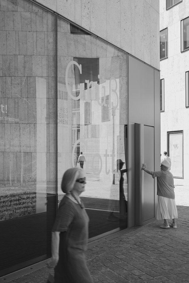 Triangle, St. Jakobs-Platz, Munich, geotagged, Black & White, Pentax-M 2.8/40mm, Urban