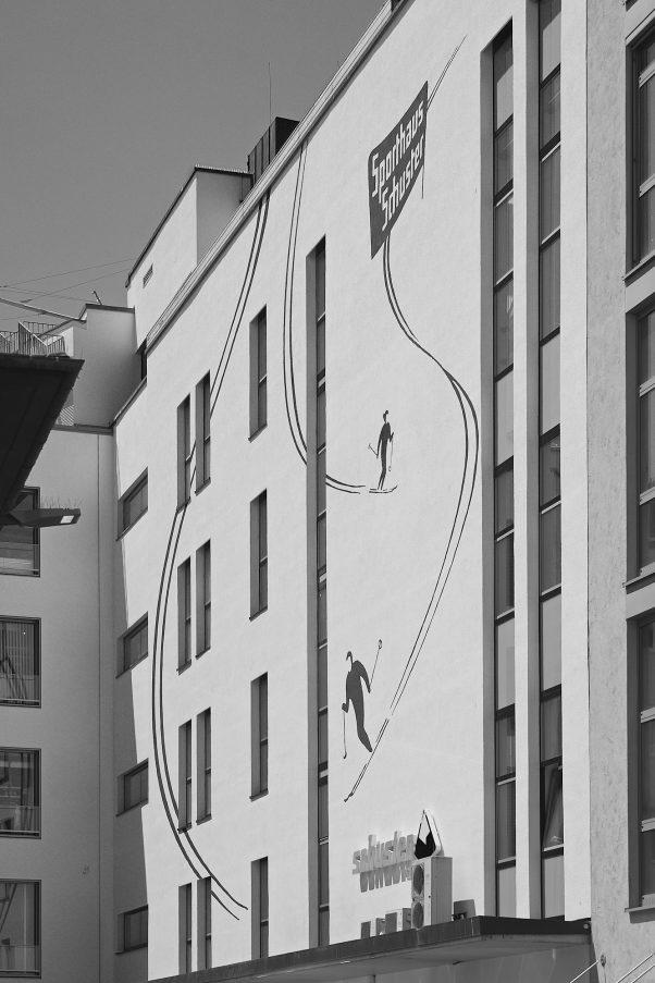 Urban Dreams, Bezirksteil Angerviertel, Munich, geotagged, Black & White, Mural, Pentax-M 2.0 85mm, Urban