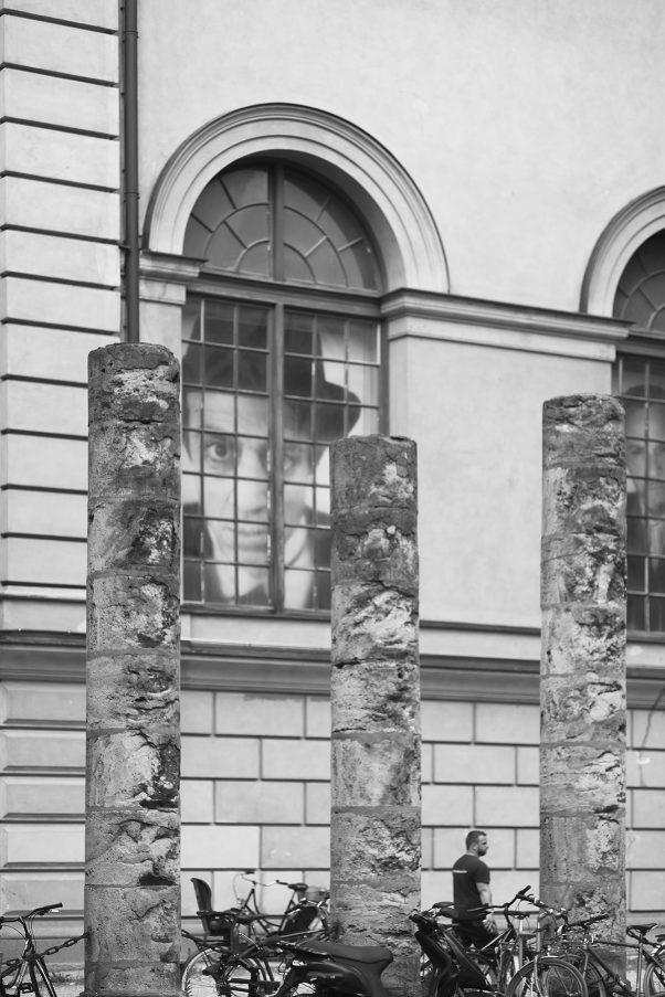 Ambulating Security, Marstallstraße 8, Munich, geotagged, Black & White, Urban