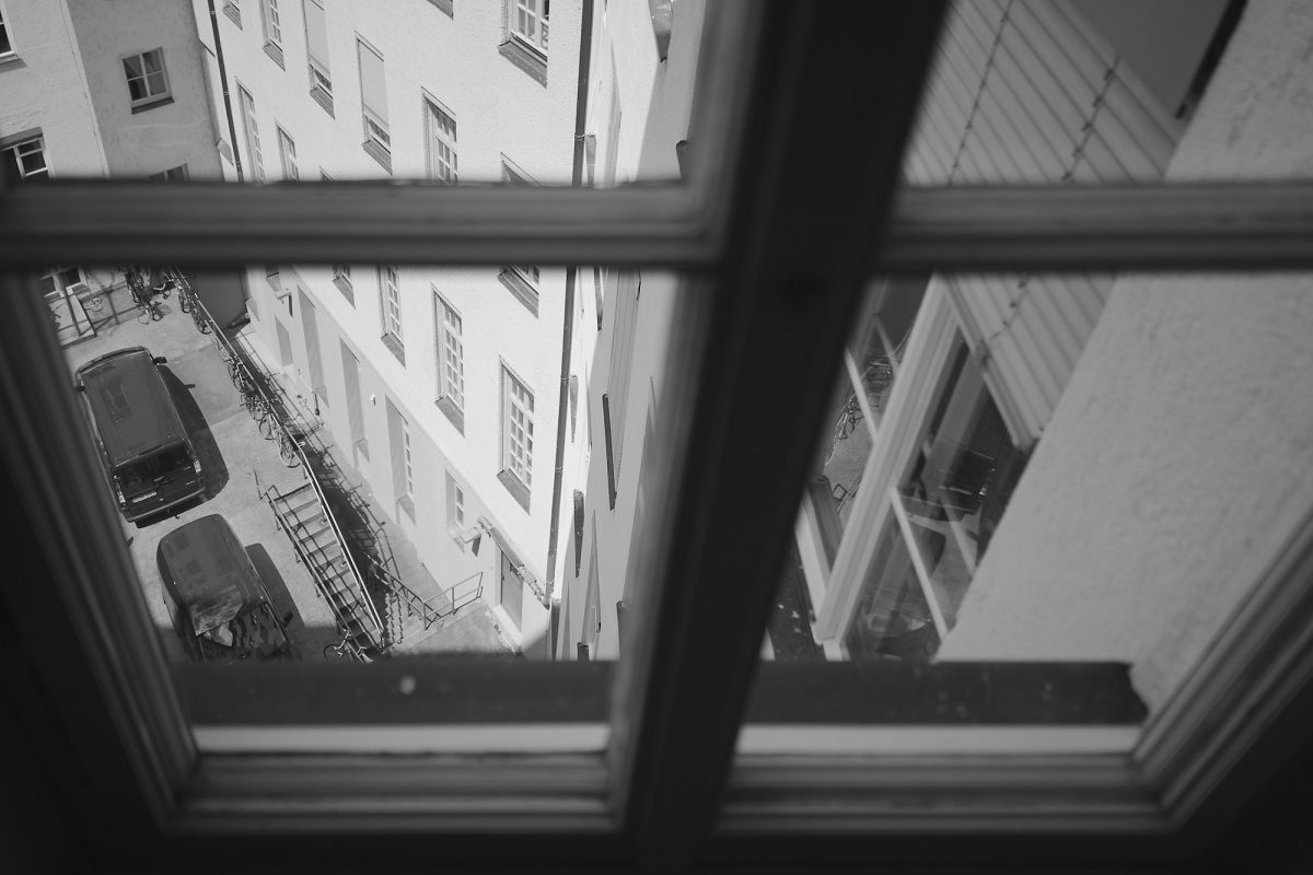 Downwards, Blumenstr., Munich, Black & White, Urban