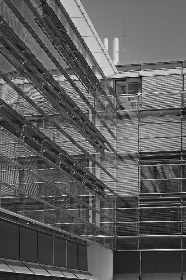 Lifecless Facade, Bezirksteil Graggenau, Munich, geotagged, Black & White, Pentax-M 2.0 85mm, Reflection, Urban