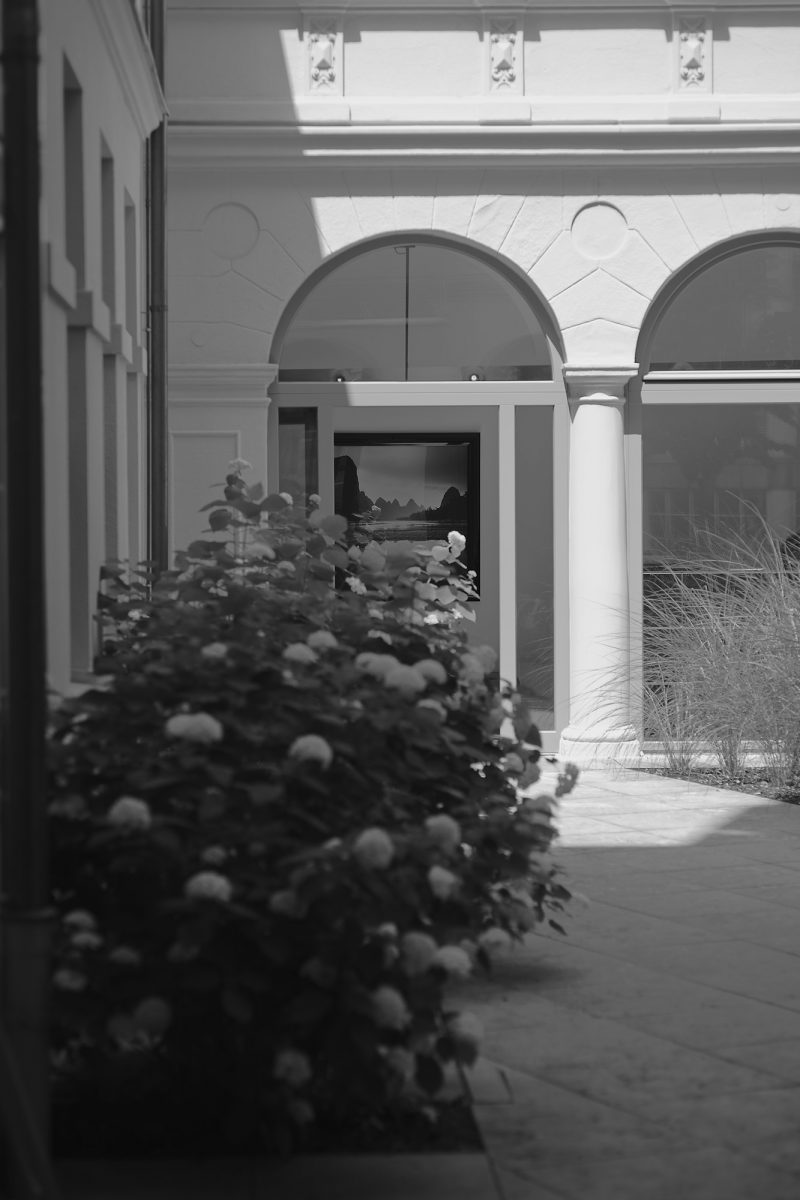 Oasis of Illusions, Bezirksteil Angerviertel, Munich, geotagged, Black & White, Pentax-M 2.0 85mm, Urban