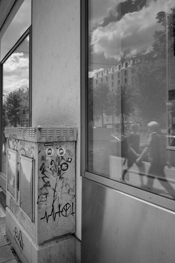 Peace, upside down, Sonnenstr, Munich, Black & White, Graffiti, Urban