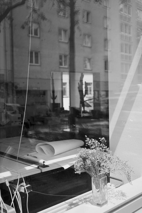 See Through, Klenzestr., Munich, Black & White, Pentax-M 2.8/40mm, Urban