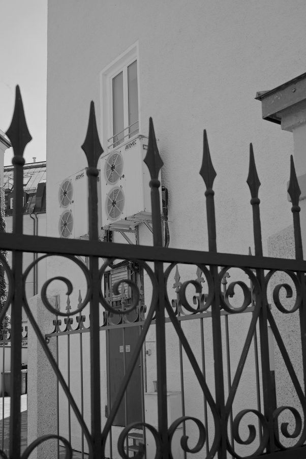 AC behind Gates, Rumfordstraße 7, Munich, geotagged, AC, Black & White, Pentax-M 2.8/40mm, Urban