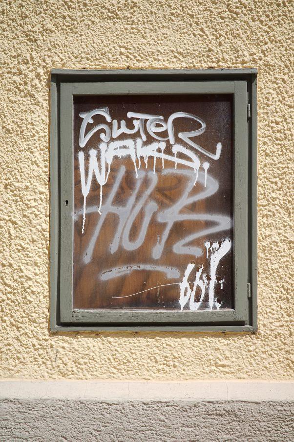 Micturating Taggers, Corneliusstraße 36, Munich, geotagged, Graffiti, Urban