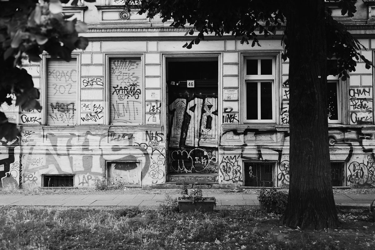 "Graffiti N<sup>o</sup> 46, Skalitzer Straße 46A, Berlin, geotagged, Black & White, Common Places, Graffiti, Urban"" width=""1200px"" height=""800px"" class=""alignnone size-large wp-image-34464″ /></a></div>     <h2 class="