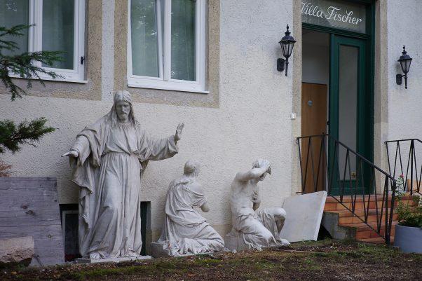 Jesus blessing the Dooryard, Baaderstr., Bad Reichenhall, Statue, Urban