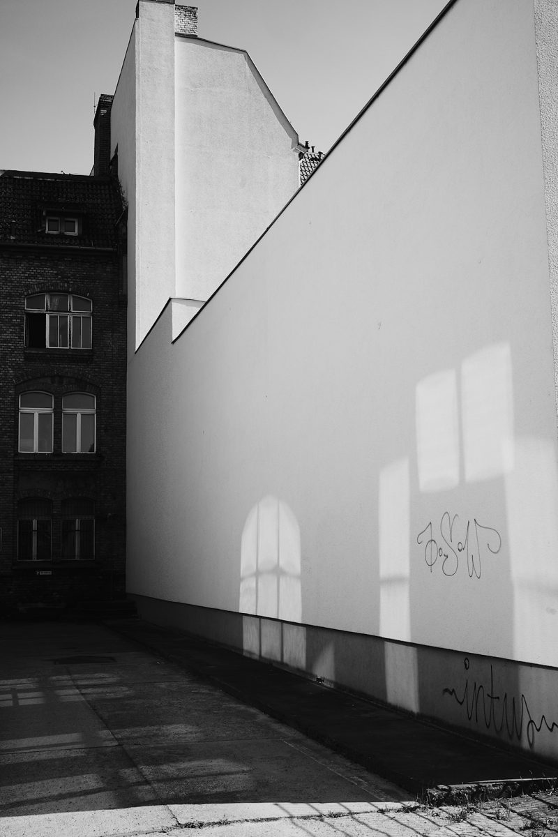 White Wall, Wilhelminenhofstraße, Berlin, geotagged, Black & White, Common Places, Graffiti, Urban