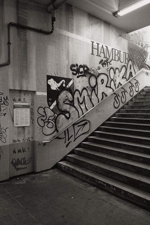 Adorned Staircase, Nieland, Hamburg, geotagged, Black & White, Common Places, Graffiti, Urban