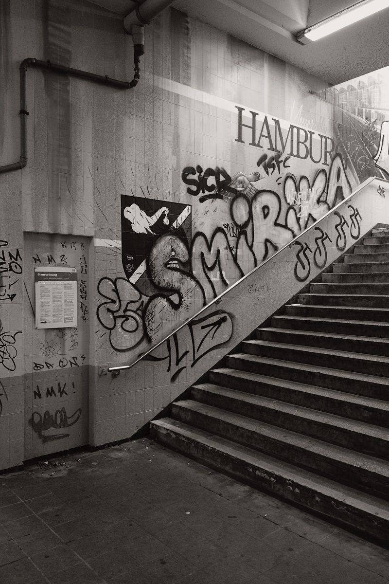 Adorned Staircase, Nieland, Hamburg, geotagged, Black & White, Common Places, Graffiti, Urban