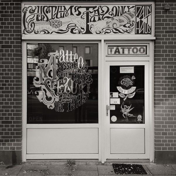 Custom Tattoo in the Square, Kieler Straße 173-177, Hamburg, geotagged, Black & White, Common Places, Urban