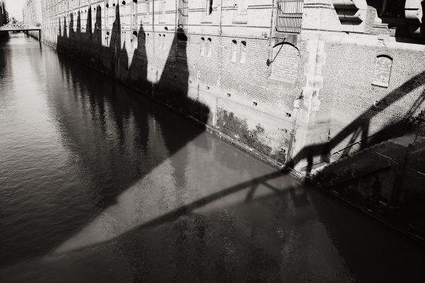 Cograil Shadow, Pickhuben 9, Hamburg, geotagged, Black & White, Common Places, Urban
