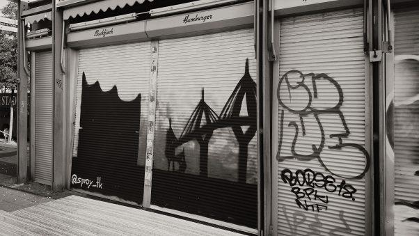 Elphi close by, St. Pauli, Hamburg, geotagged, Black & White, Common Places, Graffiti, Urban