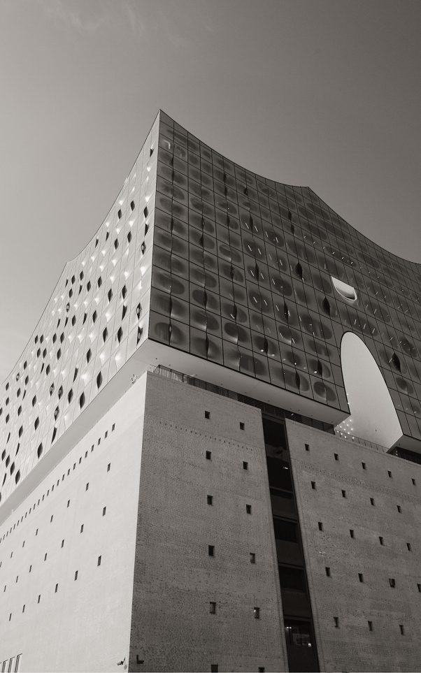 Looking up, Am Kaiserkai, Hamburg, geotagged, Black & White, Common Places, Elbphilharmonie, Elphi, Urban