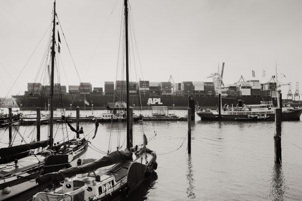 Old and New, Övelgönne 6, Hamburg, geotagged, Black & White, Common Places, Urban