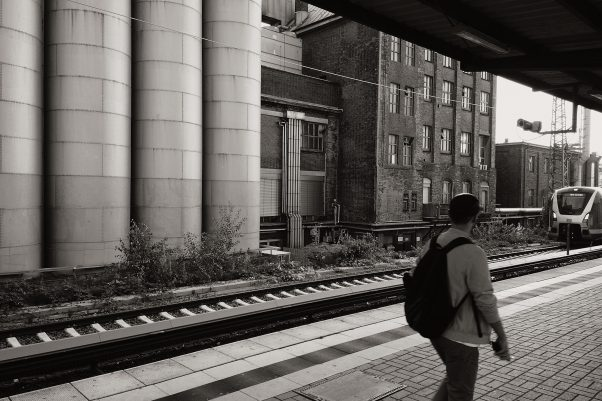 Waiting for my Train, Ottensener Straße, Hamburg, geotagged, Black & White, Common Places, Urban