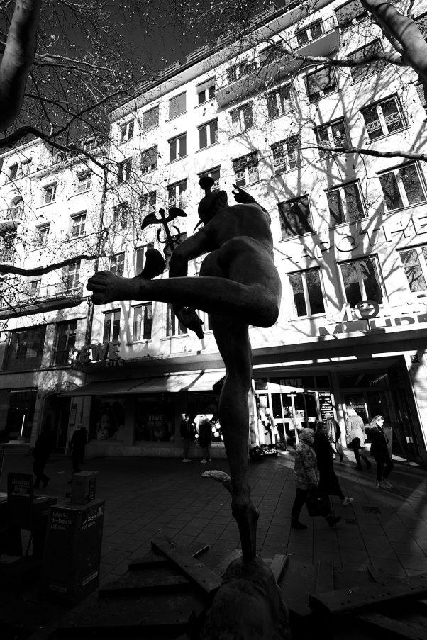 Hermes, taking off, Im Tal, Munich, Black & White, Sculpture, Urban