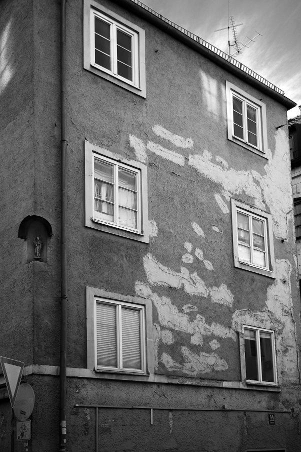 Splotched Facade, Ledererstr., Munich, Black & White, Urban