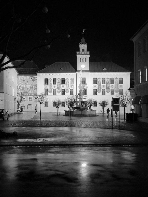 The market and the streets stand empty, Rathausplatz, Bad Reichenhall, Black & White, Corona, Urban
