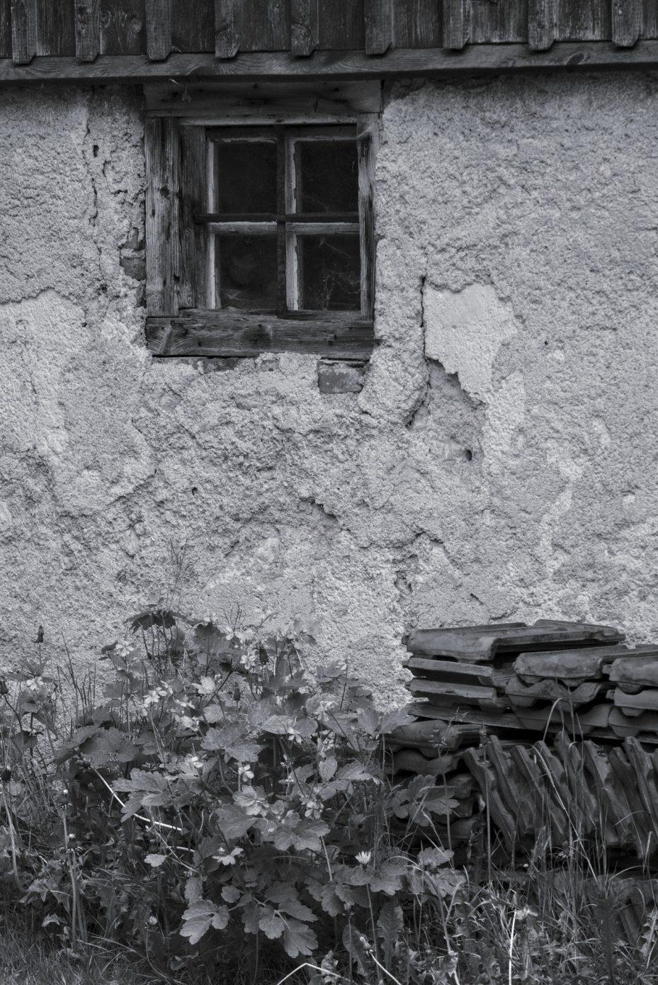 Stable_Window.jpg